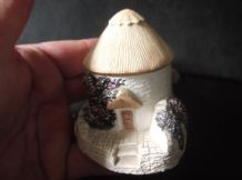 COLLECTABLE CRAFTSMANSHIP MINIATURE COTTAGE ROUND HOUSE 1990 NO BOX OR DEEDS